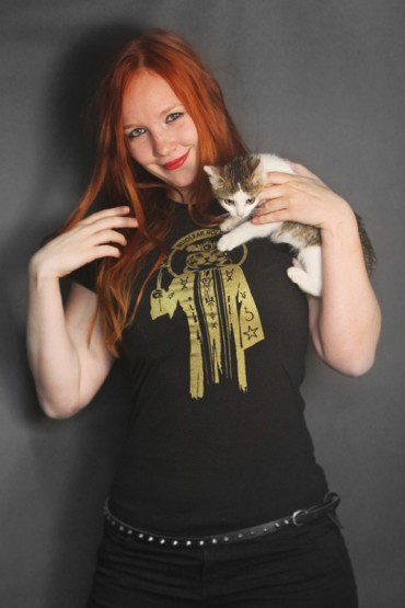 "T-shirt ""Meowcultist"" gold"